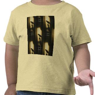 Silueta de la sombra del loro camisetas