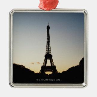 Silueta de la torre Eiffel Adorno Cuadrado Plateado