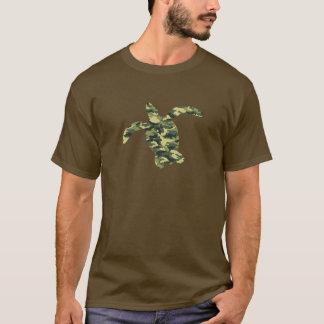 Silueta de la tortuga de mar del camuflaje playera