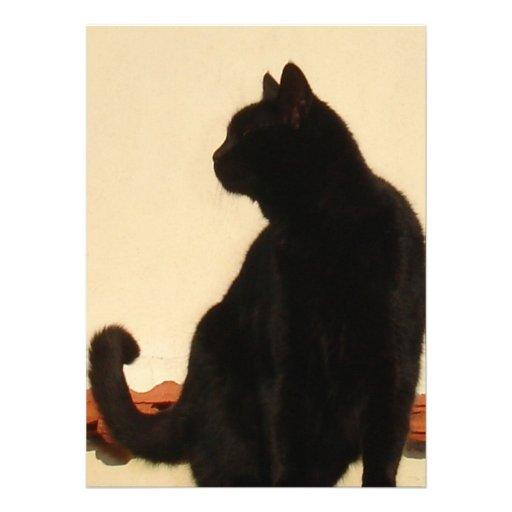 Silueta de la vista lateral de un gato negro que s