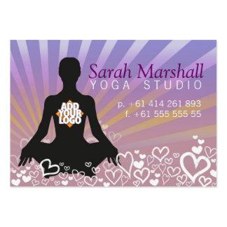 Silueta de la yoga de los Sunrays con la tarjeta d