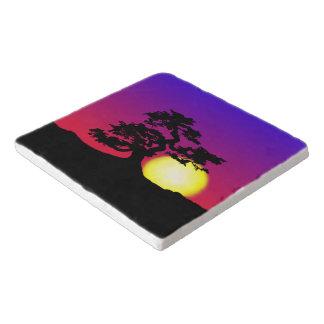 Silueta de los bonsais de la puesta del sol