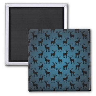 Silueta de los ciervos del macho en azul imán cuadrado