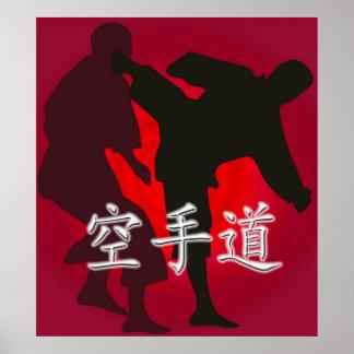 Silueta de los combatientes del karate en un fondo póster