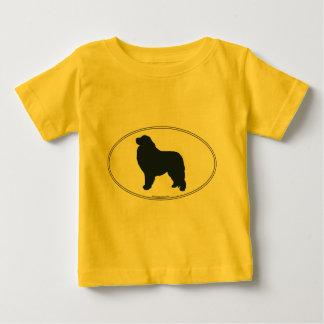 Silueta de los grandes Pirineos T-shirt