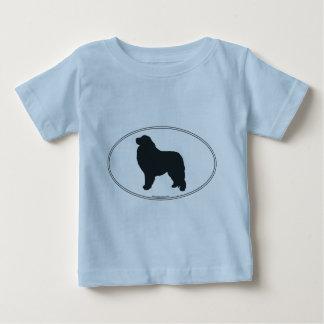 Silueta de los grandes Pirineos T-shirts
