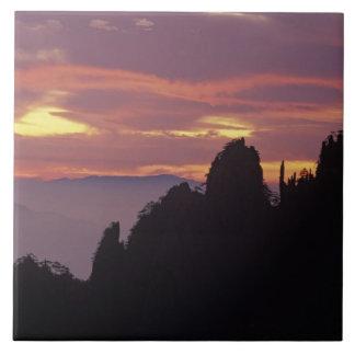 Silueta de Mt. Huangshan (montaña amarilla) en Azulejo Cuadrado Grande