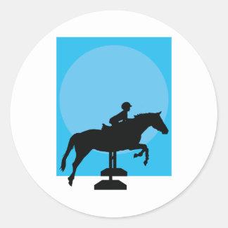 Silueta de salto del caballo pegatina redonda