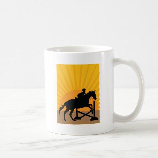 Silueta de salto del caballo taza de café