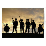 Silueta de soldados en la 101a división aerotransp tarjeton