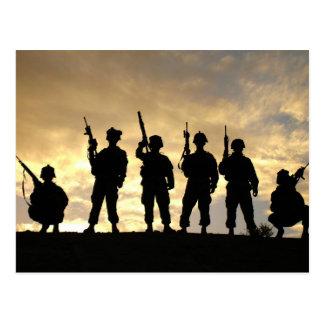 Silueta de soldados en la 101a división aerotransp tarjeta postal