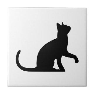 Silueta de un gato Entreating Azulejo Cuadrado Pequeño