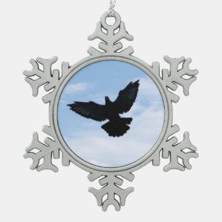 Silueta de un ornamento de la paloma autoguiada adorno de peltre en forma de copo de nieve