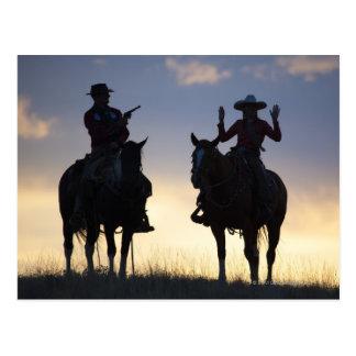 Silueta de un vaquero que apunta su pistola a a tarjetas postales