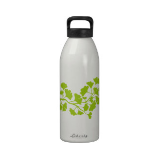 silueta del árbol del ginkgo con las hojas verdes botella de beber