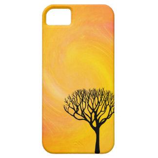 Silueta del árbol (resplandor solar anaranjado) funda para iPhone 5 barely there