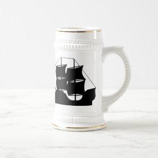 Silueta del barco pirata jarra de cerveza