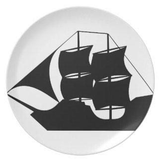 Silueta del barco pirata platos para fiestas
