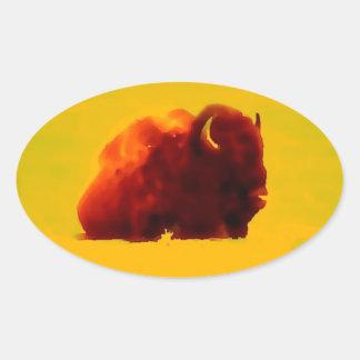 Silueta del bisonte que se sienta pegatina ovalada