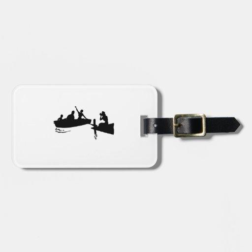 Silueta del bote de remos y del muelle etiquetas de equipaje