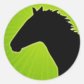Silueta del caballo con Sunrays verdes Pegatina Redonda