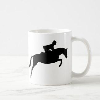 Silueta del caballo del puente taza básica blanca