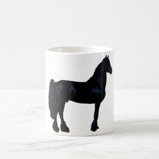 Silueta del caballo en blanco y negro taza de café