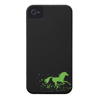 Silueta del caballo galopante y del caballo salvaj iPhone 4 carcasas