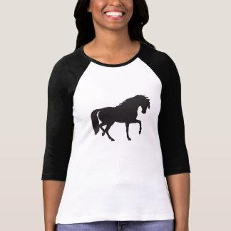Silueta del caballo negro y blanco playera