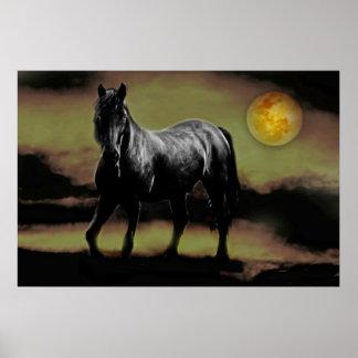 Silueta del caballo por claro de luna póster