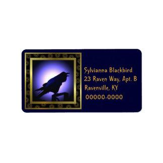 Silueta del cuervo contra la luna etiqueta de dirección
