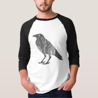 Silueta del cuervo del bosque playera