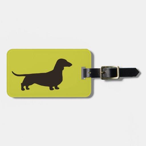 Silueta del Dachshund en el verde (personalizable  Etiqueta De Equipaje
