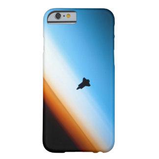 Silueta del esfuerzo del transbordador espacial funda barely there iPhone 6