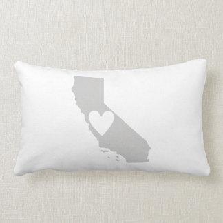 Silueta del estado de California del corazón Cojín