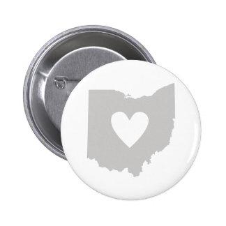 Silueta del estado de Ohio del corazón Pin Redondo De 2 Pulgadas