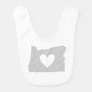 Silueta del estado de Oregon del corazón Babero De Bebé