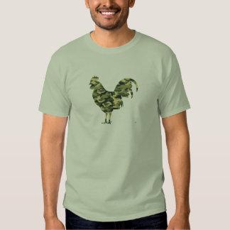 Silueta del gallo del camuflaje remeras