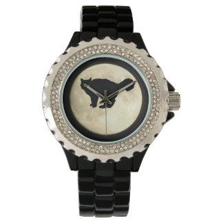 Silueta del gato negro con la luna relojes de pulsera