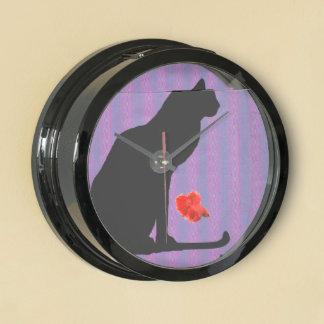 Silueta del gato negro en rayas púrpuras relojes pecera
