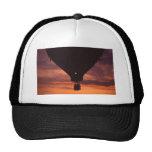 Silueta del globo contra la puesta del sol .jpg gorras de camionero