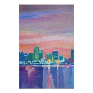 Silueta del horizonte de Miami en la puesta del Papeleria