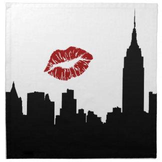 Silueta del horizonte de NYC, beso rojo del lápiz Servilletas Imprimidas