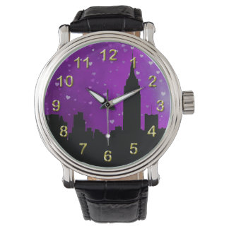 Silueta del horizonte de NYC, corazones púrpuras Relojes De Mano
