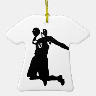 Silueta del jugador de básquet adorno de cerámica en forma de camiseta