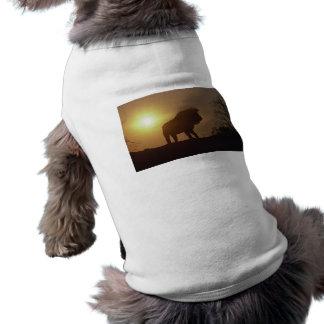 Silueta del león camiseta de perrito