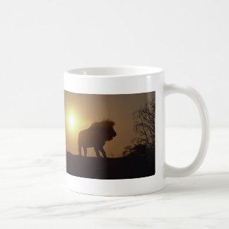 Silueta del león tazas de café