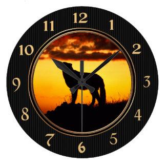 Silueta del lobo solitario reloj redondo grande
