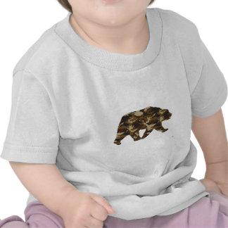 Silueta del oso grizzly del camuflaje camiseta