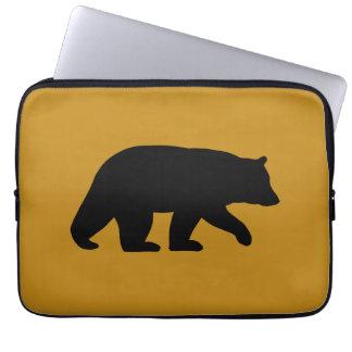 Silueta del oso negro fundas computadoras